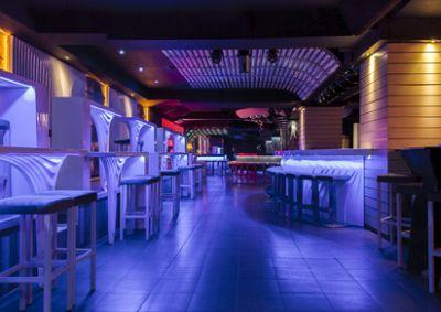raumakustik f r restaurant bar oder disco schaumstofflager. Black Bedroom Furniture Sets. Home Design Ideas